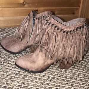 Fringe tan Ankle Bootie